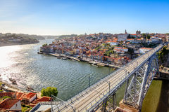 Río famoso del Duero con Dom Luis Bridge Imagen de archivo