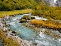 Río glacial de la montaña, Noruega Foto de archivo