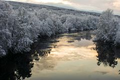 Río helado Imagenes de archivo
