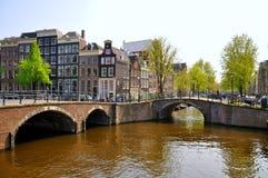Río hermoso con 2 puentes en Amsterdam Imágenes de archivo libres de regalías