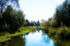 Río hermoso de los bancos del paisaje dos Fotografía de archivo