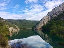 Río hermoso Krka, en el destino del parque nacional Krka, de Croacia, del viaje y del turismo imagenes de archivo