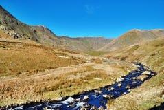 Río Kent que atraviesa el valle Fotografía de archivo