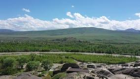 Río Kura y el valle cerca de la ciudad Uplistsikhe de la cueva almacen de metraje de vídeo