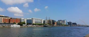 Río Liffey en Dublín foto de archivo