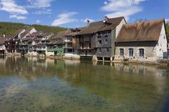 Río Loue, Ornans, el Jura, Franche-Comte Foto de archivo