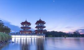 Río lunar del Año Nuevo pagoda del jardín del lago de la noche gemela del paisaje Fotos de archivo