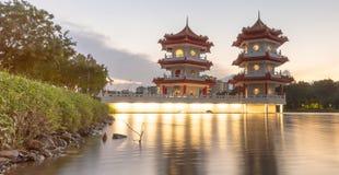 Río lunar del Año Nuevo pagoda del jardín del lago de la noche gemela del paisaje Fotografía de archivo libre de regalías