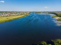 Río Matyra en la ciudad de Gryazi en Rusia, encuesta aérea Fotografía de archivo libre de regalías