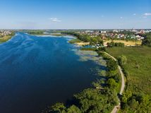 Río Matyra en la ciudad de Gryazi en Rusia, encuesta aérea Foto de archivo