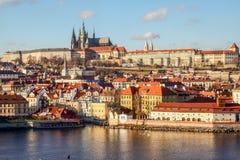 Río Moldava de la opinión de la catedral del vitus del castillo de Praga Fotografía de archivo libre de regalías