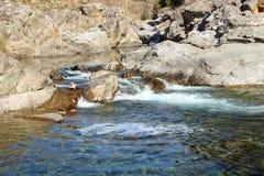 Río natural imagenes de archivo