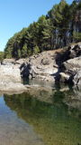 Río natural de la montaña imagen de archivo