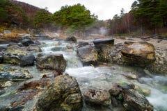 Río natural de las aguas termales en Japón Fotografía de archivo libre de regalías