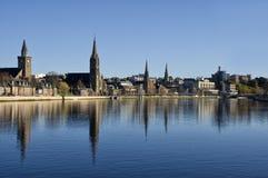 Río Ness, Inverness, Escocia Imagen de archivo libre de regalías