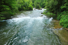 Río por aguas arriba de Niagara Falls Imagenes de archivo