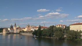 Río Praga, Praga de Moldava almacen de metraje de vídeo
