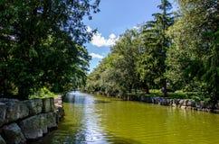 Río que corre a través de parque en Stratford Fotos de archivo