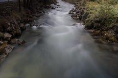 Río que fluye Foto de archivo libre de regalías