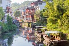 Río que lleva a la ciudad china vieja Foto de archivo libre de regalías