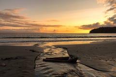 Río que lleva a la puesta del sol Fotos de archivo