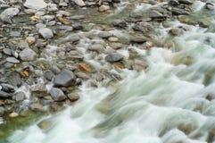 Río rápido de la montaña Imagen de archivo