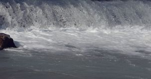 Río salvaje espumoso almacen de video