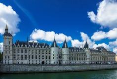 Río Sena a lo largo del canal en París Foto de archivo