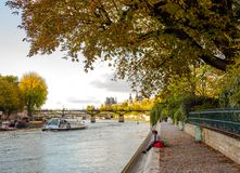 Río Sena, París foto de archivo