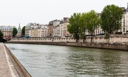 Río Sena, París, Francia, con La cita la isla Imágenes de archivo libres de regalías