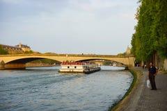 Río Sena por la tarde Foto de archivo