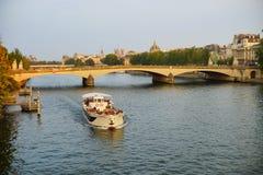 Río Sena por la tarde Imagen de archivo libre de regalías