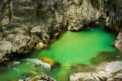 Río Soca, Eslovenia Imagenes de archivo