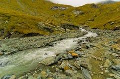 Río suavemente que fluye Fotos de archivo libres de regalías