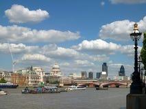 Río Thames en Londres Imagenes de archivo