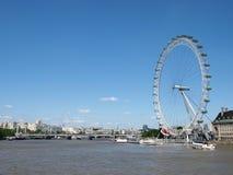 Río Thames y el ojo de Londres imágenes de archivo libres de regalías