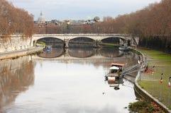 Río Tiber Imagenes de archivo