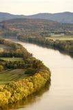 Río a través de campos Imagen de archivo libre de regalías