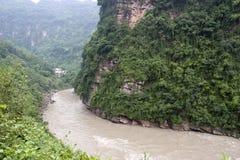 Río a través de las montañas imágenes de archivo libres de regalías
