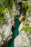 Río a través de rocas Fotografía de archivo libre de regalías