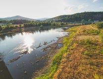 Río vacío Desecación del río grande Olor horrible imagenes de archivo