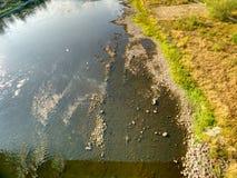 Río vacío Desecación del río grande Olor horrible fotos de archivo