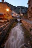 Río y calle de Canillo, Andorra foto de archivo libre de regalías