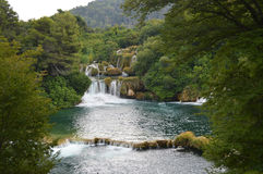 Río y cascada del parque de Krka en Croacia Fotografía de archivo libre de regalías