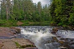 Río y cascada del zen foto de archivo