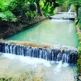 Río y cascada hermosos en Balcic Foto de archivo