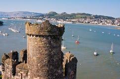 Río y castillo, País de Gales Reino Unido de Conwy Imágenes de archivo libres de regalías