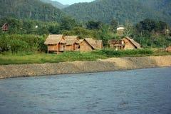 Río y chozas Imagen de archivo libre de regalías