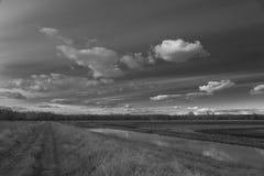 Río y cielo del camino Foto de archivo libre de regalías