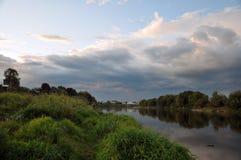 Río y cielo hermosos Imágenes de archivo libres de regalías
